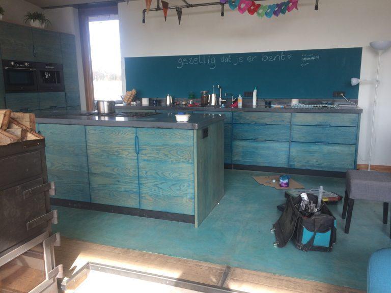 """Eiken keuken, in de """"blue wash"""""""